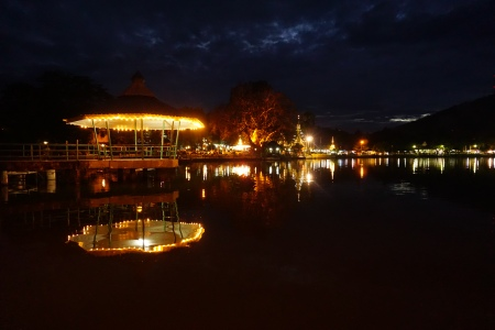 Song Jong Kham Lake by night